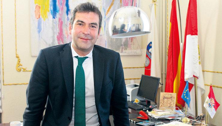 El alcalde de Santoña amenaza a la Interventora municipal con emprender acciones legales