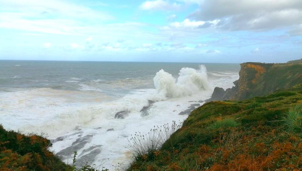 Se activan los avisos naranja por costeros en el litoral y por viento en Liébana