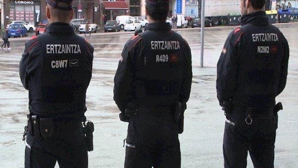 Detenido en Vizcaya tras saltarse un control en Torrelavega y colisionar contra un vehículo de la policía en la A-8
