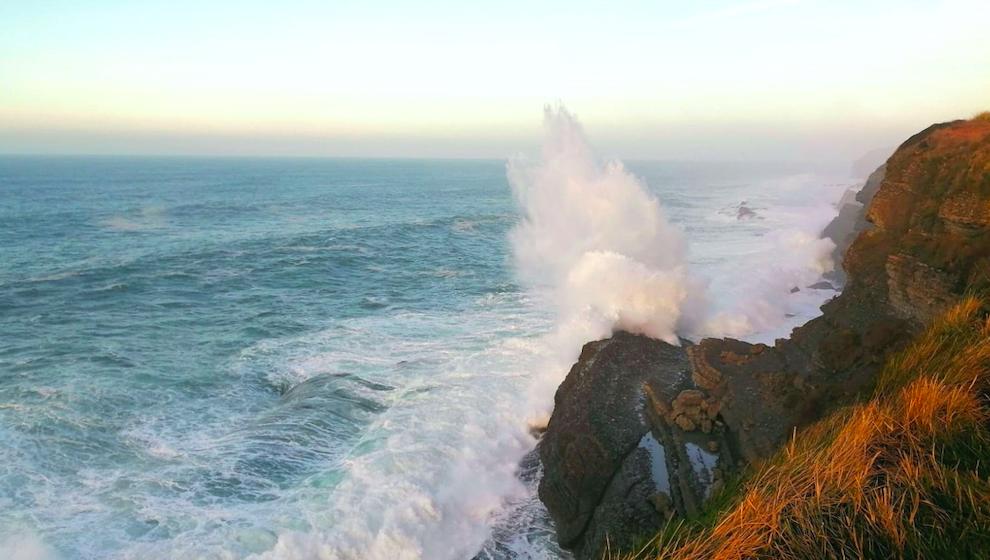 Las olas alcanzan los 8,5 metros en Santander esta madrugada