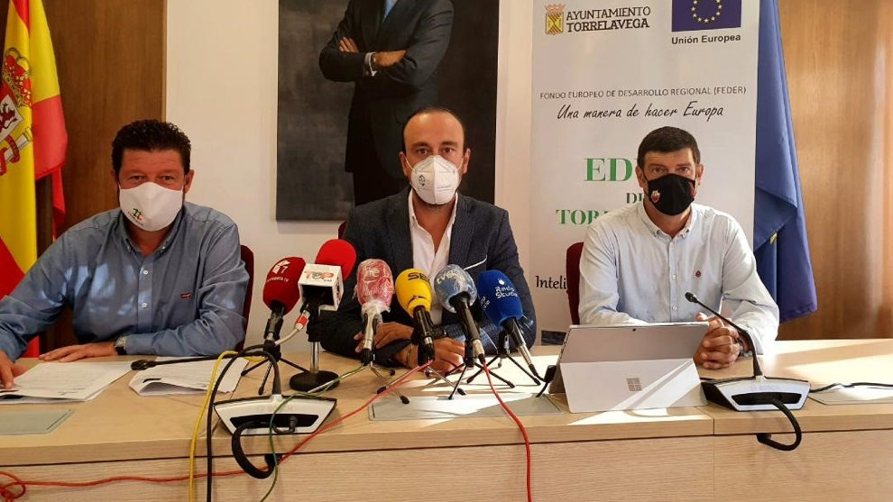 Tres empresas optan al desarrollo de la Tarjeta Ciudadana