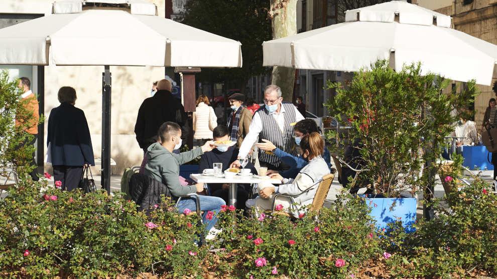 Cuevas pide que se permita a la hostelería cántabra abrir el interior de los locales al 50% y sin barra