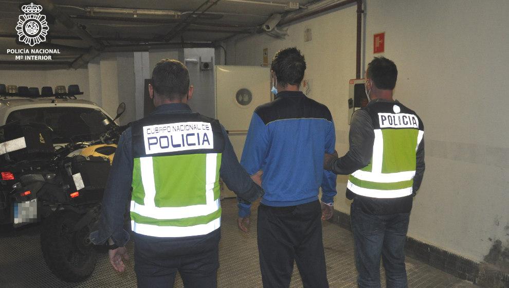 Detenido el sospechoso de un alunizaje en Torrelavega tras robar a punta de pistola en una gasolinera