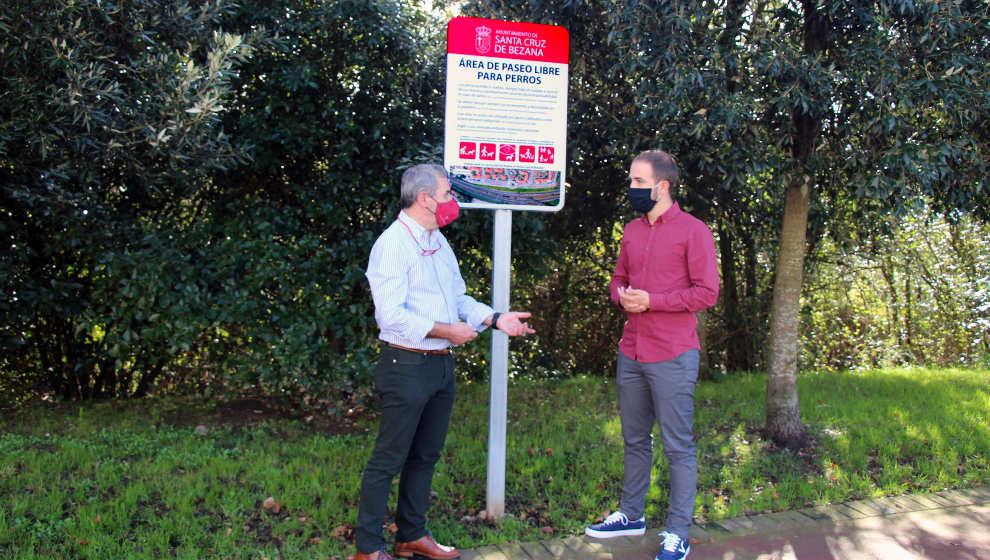 El Ayuntamiento estrena dos zonas habilitadas para el paseo de perros sueltos
