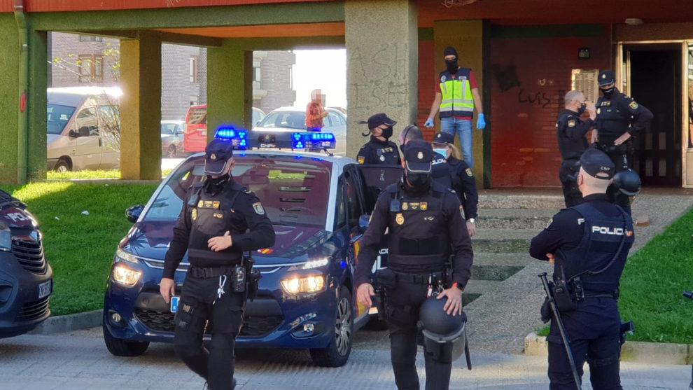Detenidos dos sexagenarios por traficar con cocaína y heroína en Cazoña