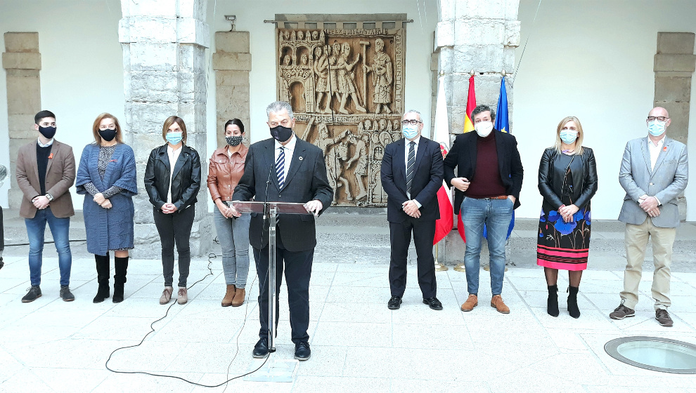 Todos los grupos del Parlamento menos Vox acuerdan una declaración por el Día contra la Violencia contra la Mujer