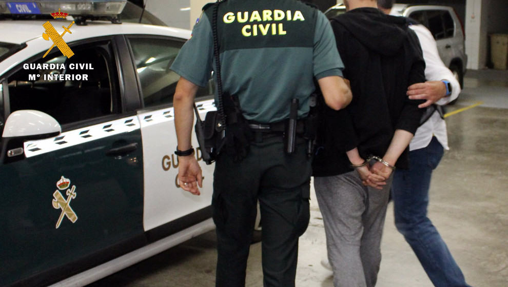 Detenido un preso del Dueso y otro hombre por robar en una tienda de teléfonos móviles