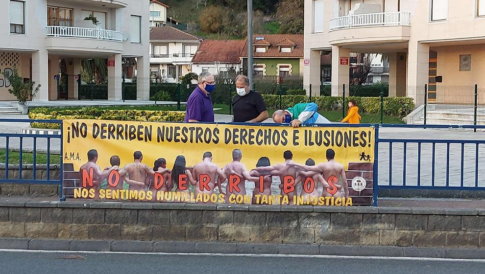 """Los afectados por sentencias de derribo retoman las movilizaciones por los """"engaños"""" de las administraciones"""