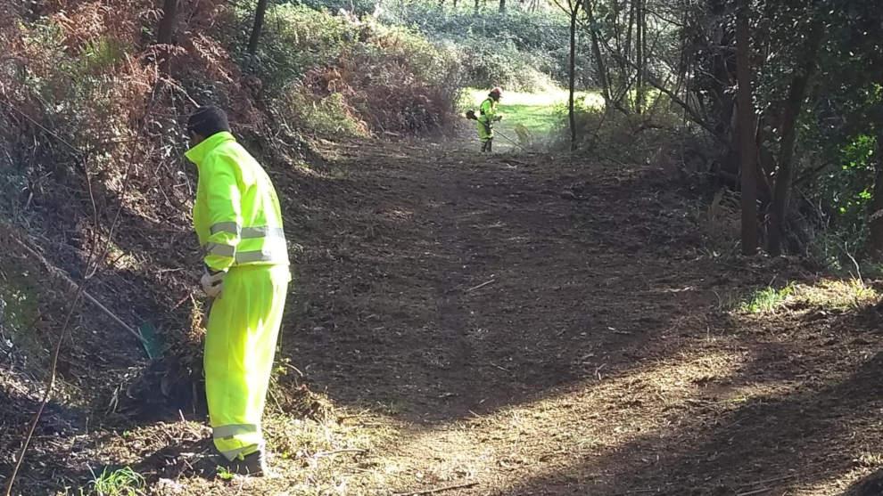 El Ayuntamiento acomete tareas de limpieza y desbroce en zonas del municipio de interés ambiental
