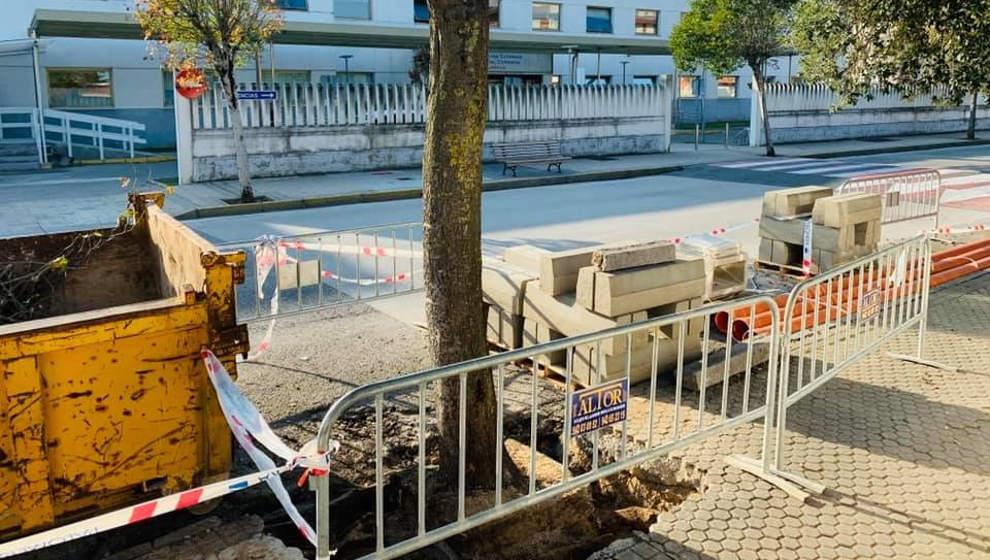El Ayuntamiento denuncia el envenenamiento de una encina frente al Hospital Comarcal