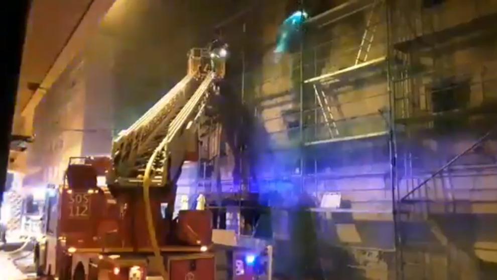 Un incendio en el Palacio de Chiloeches de Santoñaafecta al interior del edificio