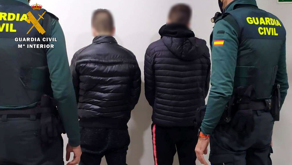 Detenidos dos jóvenes por los robos en 13 trasteros y garajes de Muriedas