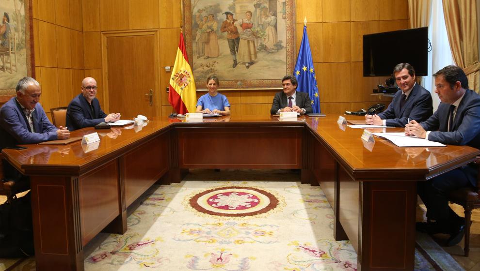 Gobierno, empresarios y sindicatos inician este viernes la negociación para prorrogar los ERTE por la Covid-19