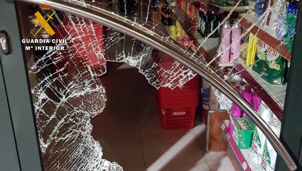 Detenidos tres menores por robar en dos tiendas en Nochevieja