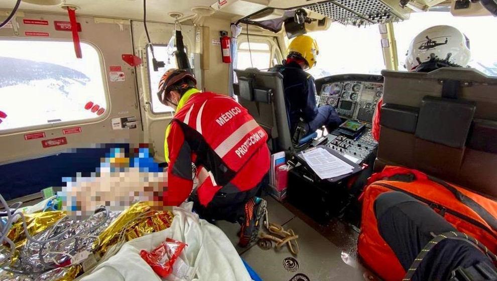 Herido grave un trabajador de Adif al ser golpeado por un tren cuando reparaba las vías en Pozazal