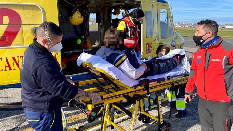 Rescatado un varón de 25 años tras caerse en Ruente y fracturarse una pierna