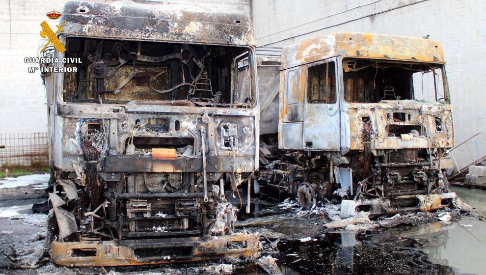 Detenidos dos vecinos de Santander por quemar camiones en una empresa de Raos