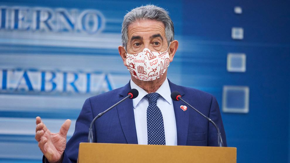 """Revilla llama """"caras"""" a los jefes de Ambuibérica y carga contra los políticos que se vacunan"""