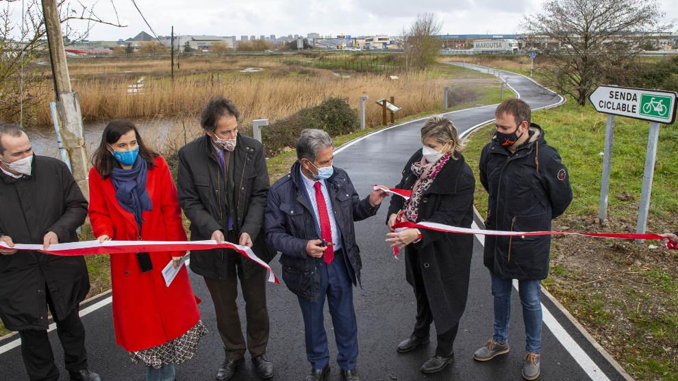 Inaugurada la senda ciclista que conecta Santander y Camargo a través de las Marismas de Alday