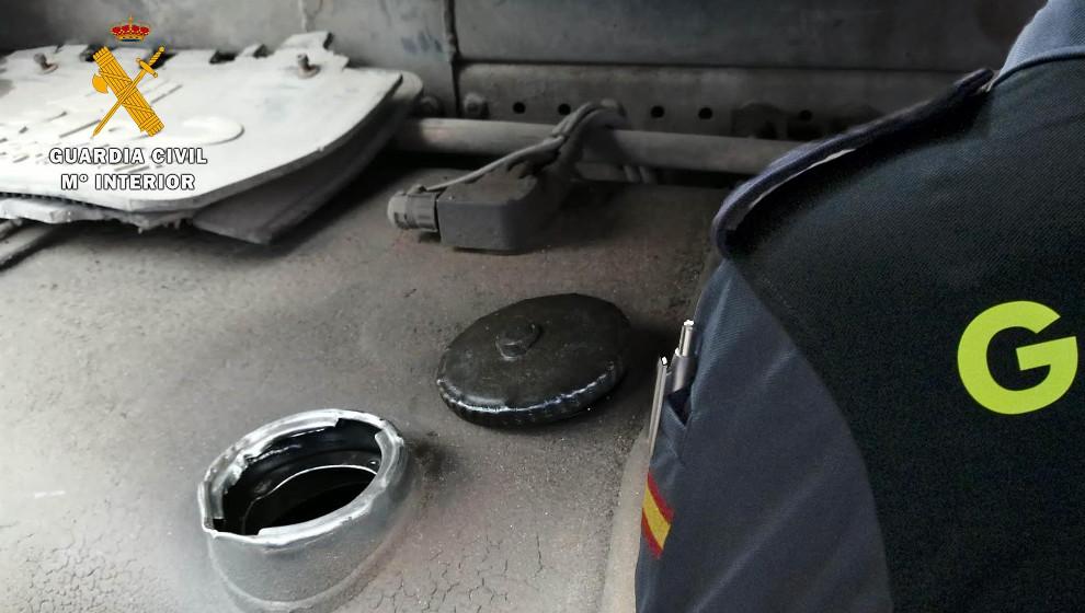 Detenido un joven por robar en una noche 1.500 litros de gasoil de camiones estacionados en Sarón
