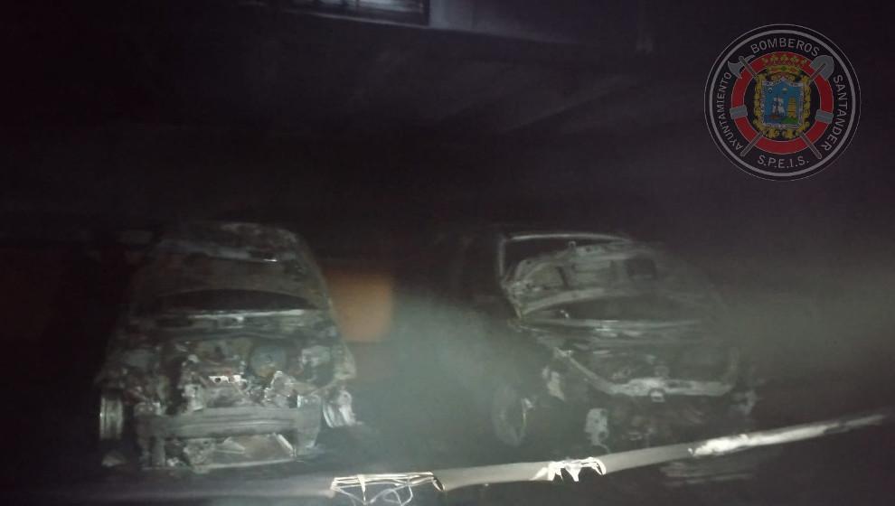 Tres coches afectados en el incendio de un garaje en Santander