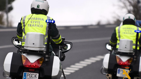 Dos motoristas de la Guardia Civil