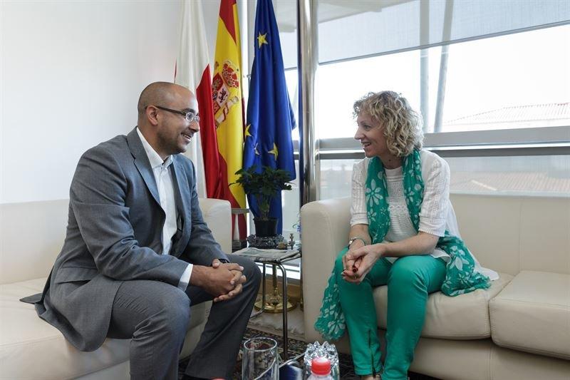 Eva Tezanos en una reunión con Victor Pandal