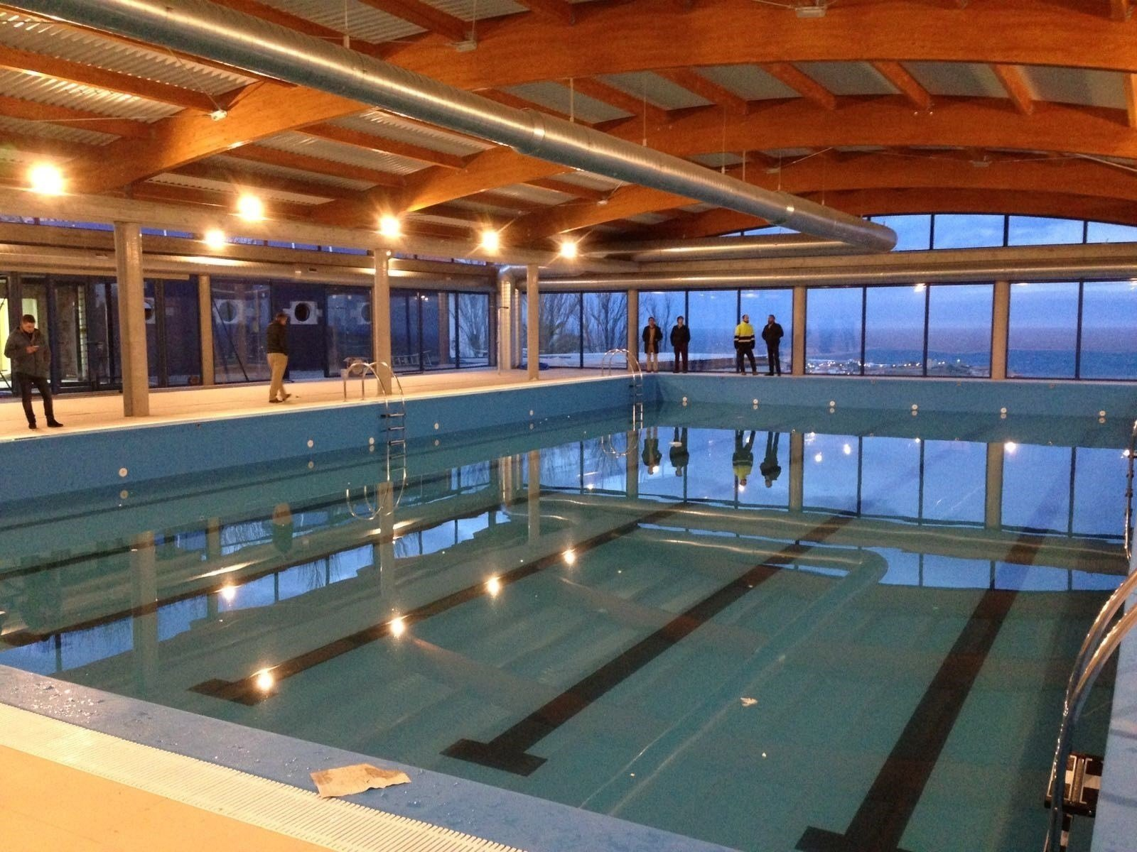Concluida la piscina cubierta tras una inversi n de 700 for Piscina cubierta catarroja