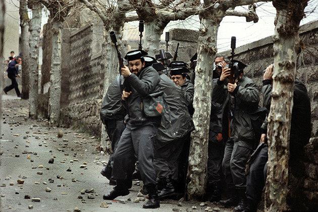 El fotoperiodista cántabro Ángel Colina inmortalizó a los guardiaciviles atrapados en el callejón sin salida al que accedieron desde el parque de Cupido