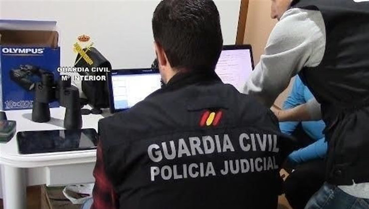 La Guardia Civil ha detenido a 102 personas que integraban una red de pornografía infantil