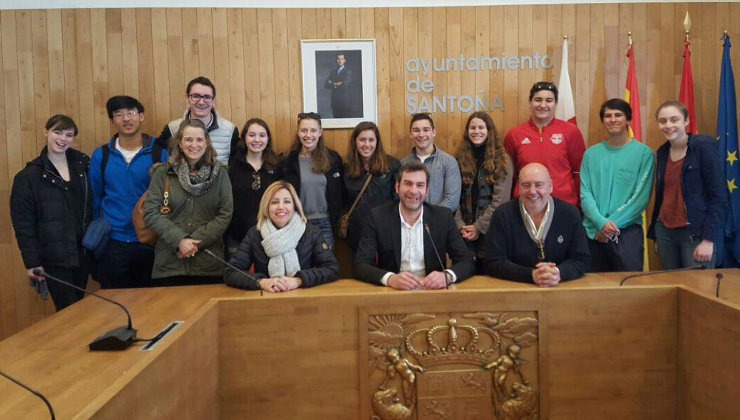 El alcalde recibe a estudiantes del instituto Westfield High School