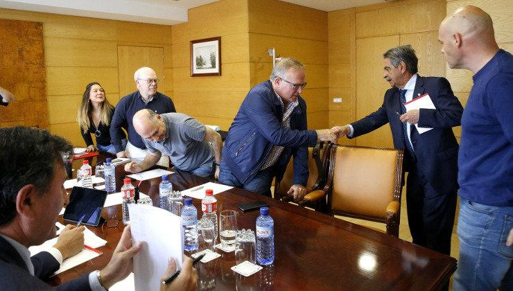 Reunión de sindicatos con Revilla y Mañanes
