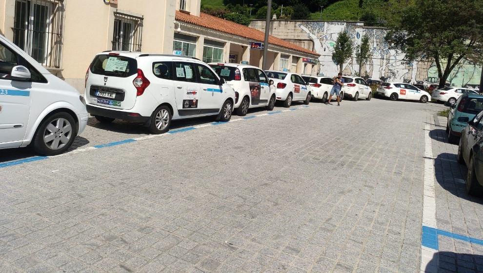 Los taxistas cántabros mantienen la huelga y se reúnen con la ...