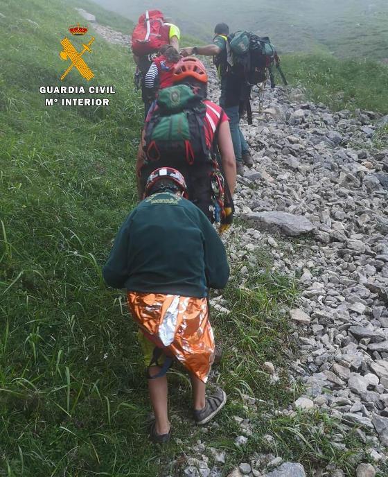 El rescate de la mujer y el niño ha sido complicado por el lugar y la meteorología