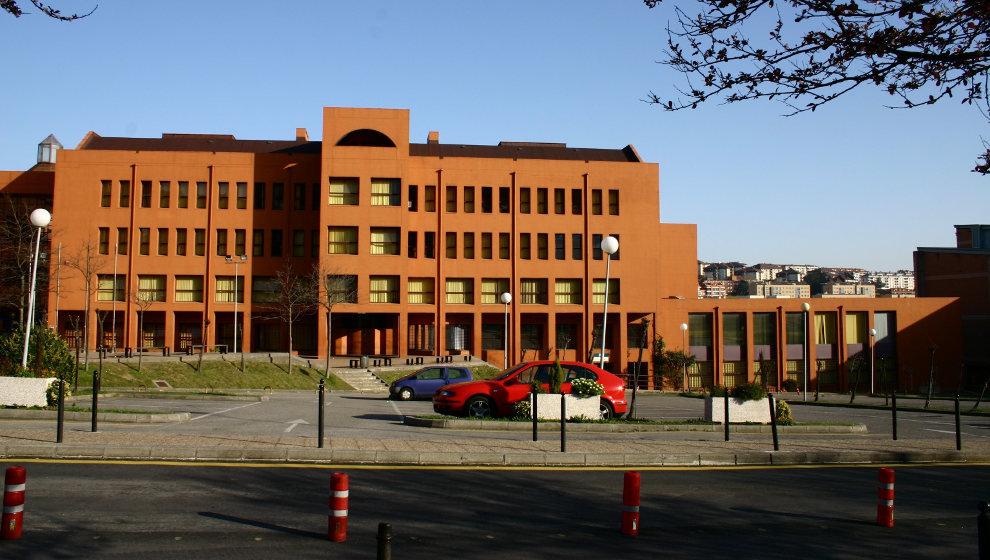 Edificio Interfacultativo, sede de la Facultad de Filosofía y Letras de la UC