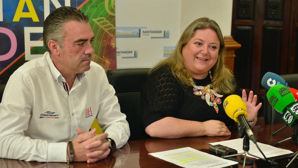 La pareja del coordinador de eventos del Ayuntamiento de Santander actúa 22 veces en poco más de un mes en la ciudad