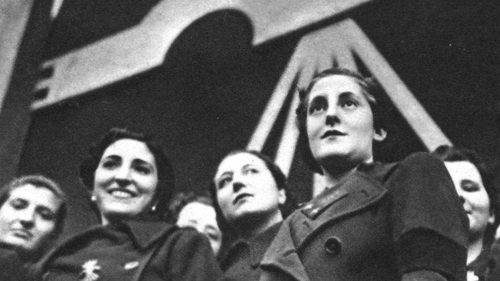 """El Banco Santander presenta a la falangista Pilar Primo de Rivera como una """"gran pionera"""" que """"luchó por su generación"""""""