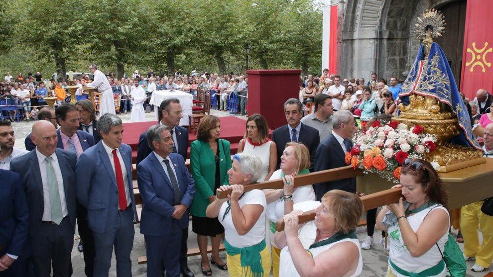 """Vox tilda el lábaru de """"símbolo nacionalista"""" y exige que la rojigualda ondee en todos los actos del gobierno cantabro"""