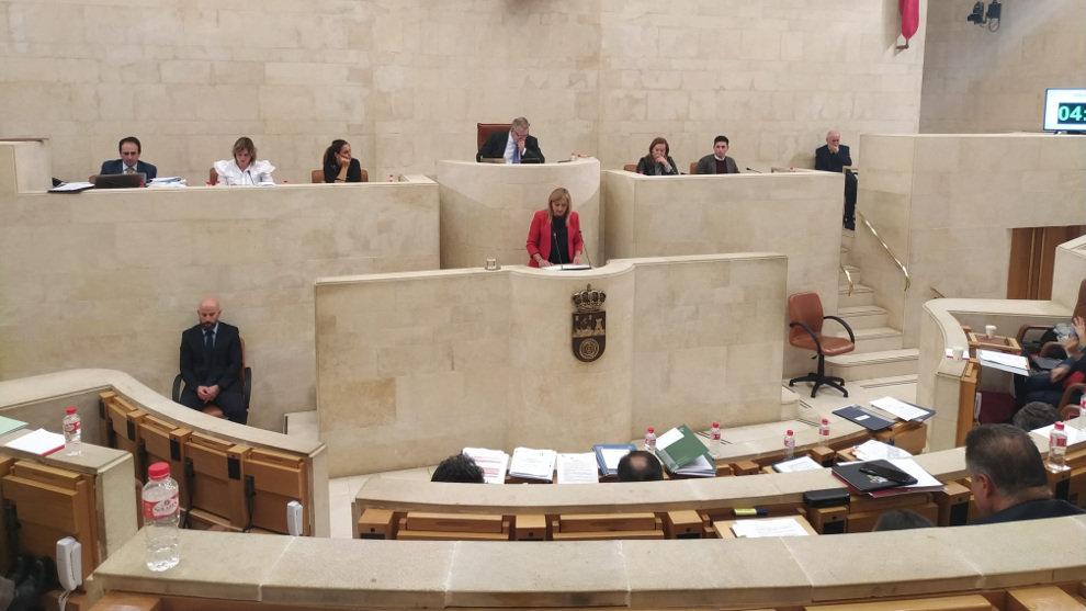 """El Parlamento deja solo a Vox con su propuesta de ilegalizar partidos independentistas: """"¿Con qué talante moral se creen ustedes una"""
