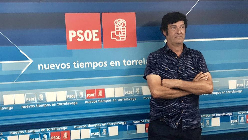 El PSOE de Torrelavega pide disculpas por el vídeo de su secretario general desnudo durante un pleno telemático pero le ratifica en su pue