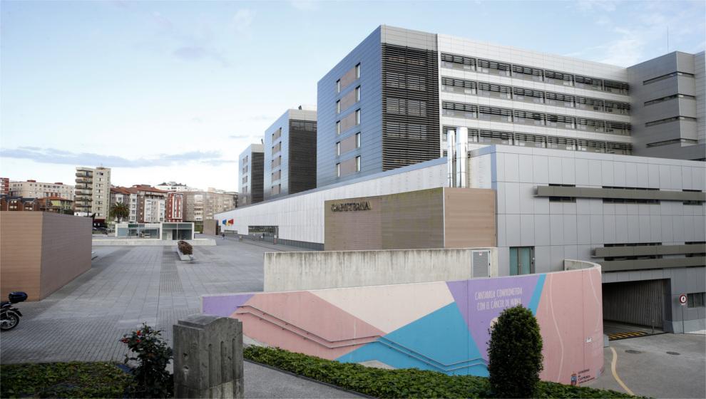 La situación es  preocupante  en los hospitales cántabros, que ingresan un paciente COVID cada hora