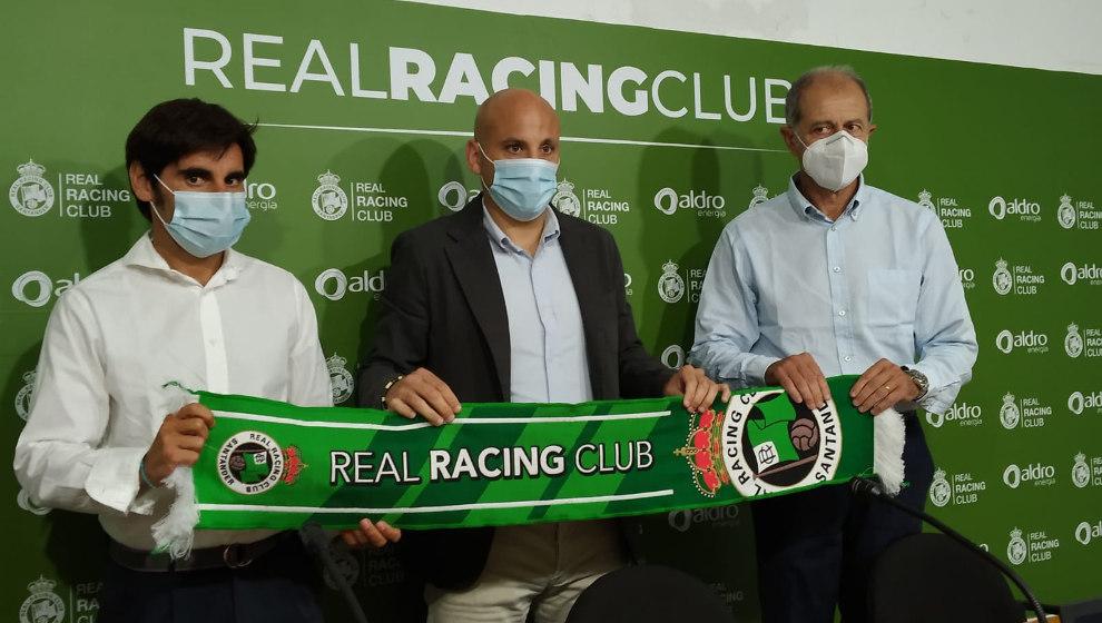 El Director Deportivo, Pedro Menéndez, el nuevo técnico del Racing, Javi Rozada, y José María Amorrortu