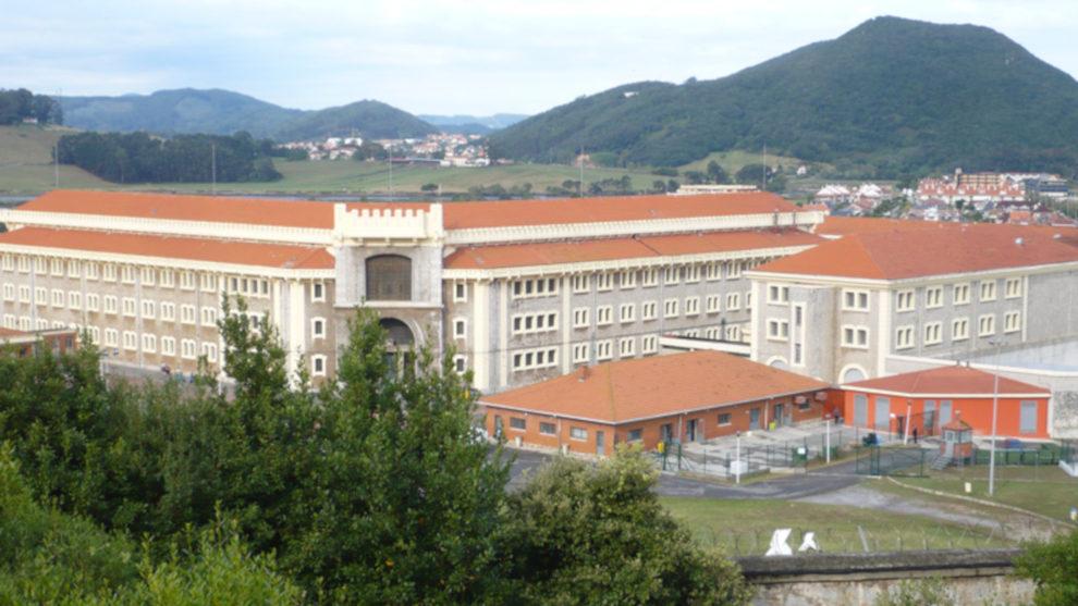 Trasladan a El Dueso a dos presos de ETA, uno de ellos intentó matar al Rey emérito durante la inauguración del Guggenheim