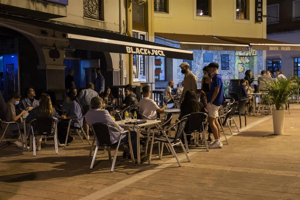 """Los hosteleros de Cantabria, indignados con las nuevas restricciones que les convierten en el """"chivo expiatorio de esta guerra de la pandemia"""""""