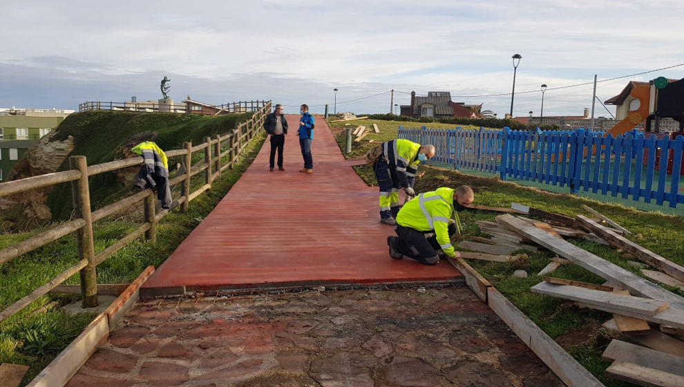 El Ayuntamiento inicia las obras de mejora del entorno del faro y del mirador de Los Locos