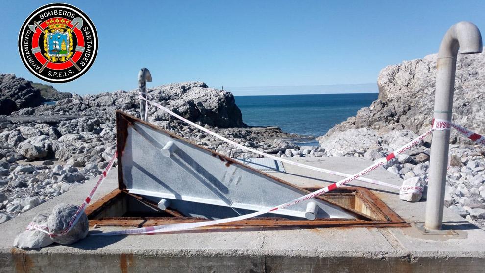 Rescatado un joven tras caer a un colector de aguas residuales en la Virgen del Mar