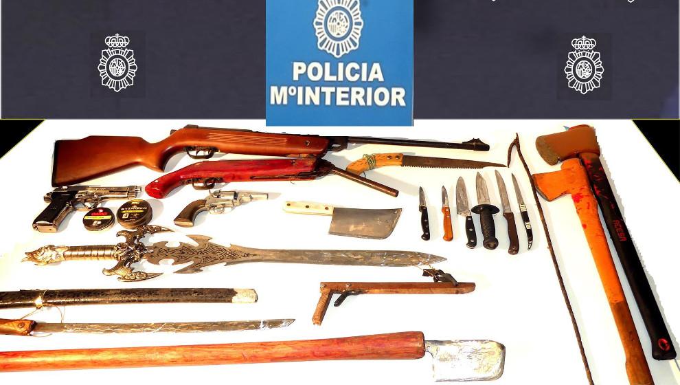Detenido por agredir a su padre con un cuchillo y tener un arsenal de armas en su habitación