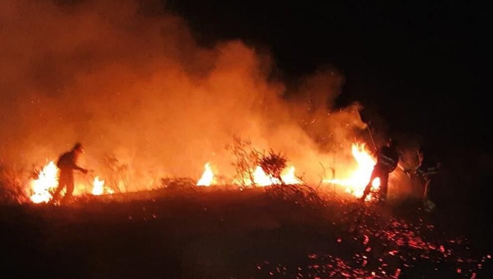 Continúan activos cuatro incendios en Cantabria de los 14 provocados desde el miércoles