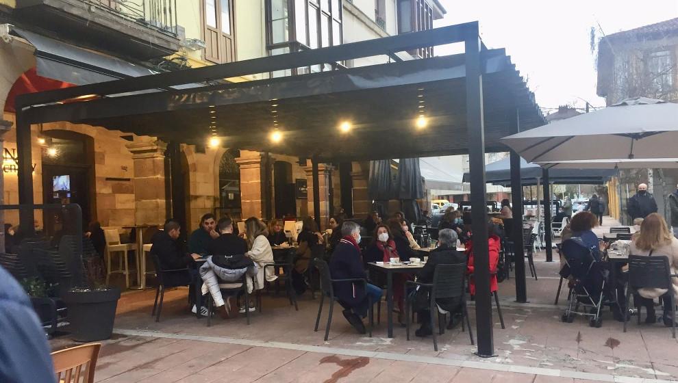 """La Mesa del Besaya pide retirar las estructuras """"abusivas"""" de las terrazas hosteleras de Torrelavega"""